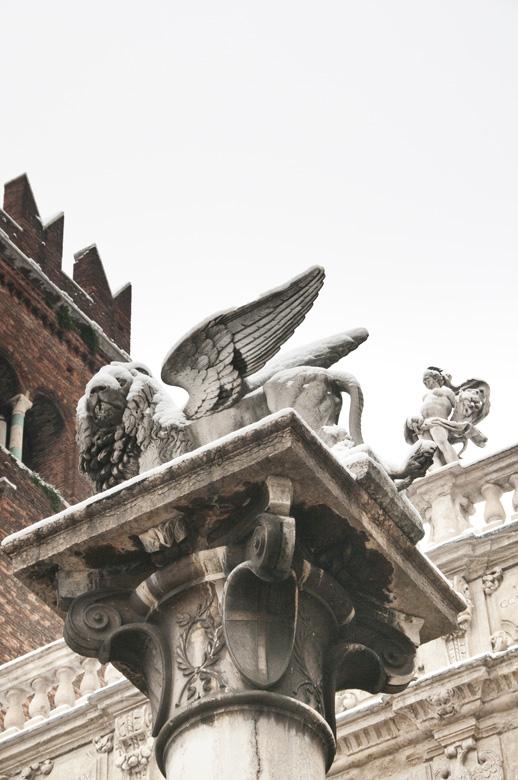 Leone di San Marco innevato